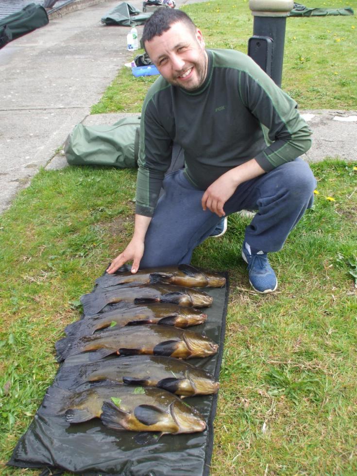 William Dean con 5 delle 11 tinche catturate con Kevin