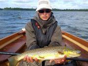 Christopher Defillon con un bellissimo pesce, rilasciato, di oltre 3 kg.