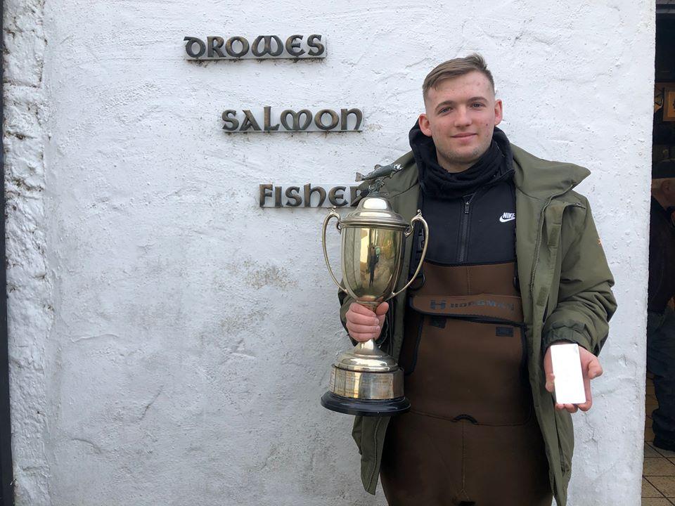 Nash Mc Daid con la Perpetual Cup e il lingotto